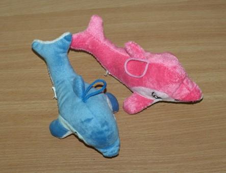 Shico Дельфин (два цвета) игрушка для собак с пищалкой